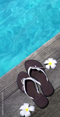 Motiv-Rollo Basic - Sandals on a wooden floor