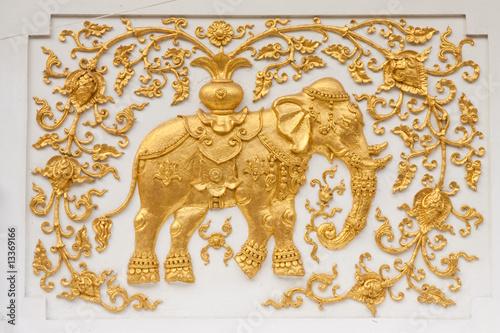 Photo  Elephants in traditional Thai style molding art