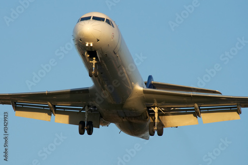 Photo Jet airplane is approaching Rwy at sunset