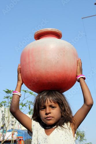Fotomural Girl Getting Water