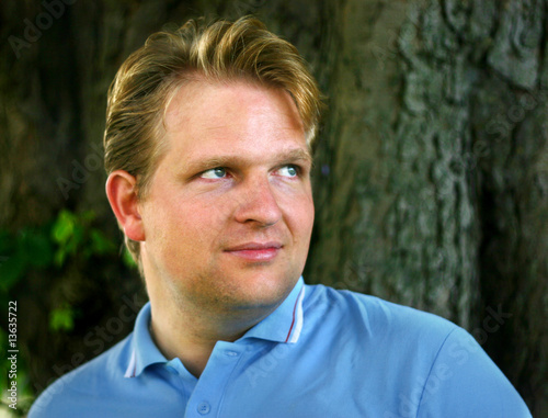 Admirable Blonde Guy With Nice Hairstyle Blue Polo Shirt Brilliant Eyes Schematic Wiring Diagrams Amerangerunnerswayorg