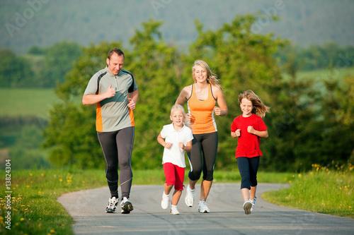 Poster Jogging Familie joggt in der Natur
