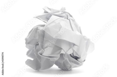 Fotografia, Obraz  boulette de papier froissé - image sur fond blanc