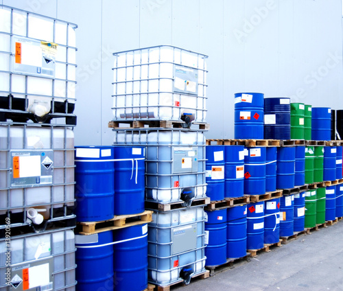 Fotografia  Container and oil drums