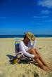 dziewczyna w kapeluszu na plaży