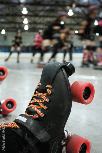 Fotomural Roller derby skater knocked out