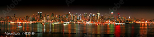 Manhattan panaroma skyline at Christmas Eve - 14330189
