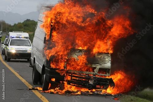 In de dag Vuur / Vlam Burning Auto and Police