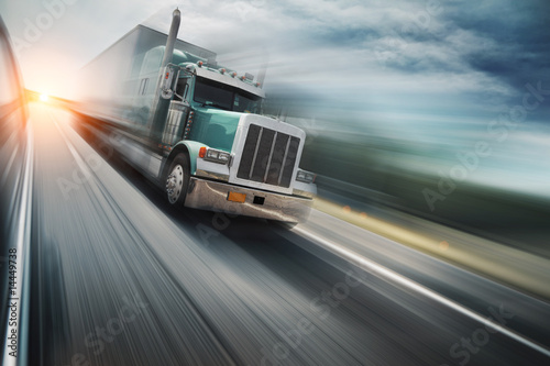 Cuadros en Lienzo  American truck speeding on freeway. Blurred motion.