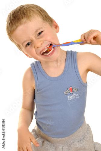 Fotografija  Kleiner Junge beim Zähneputzen