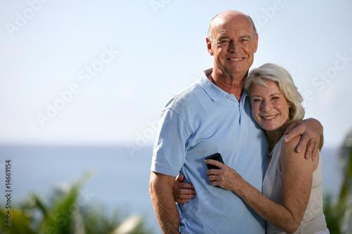 couple âgé avec téléphone portable Canvas Print