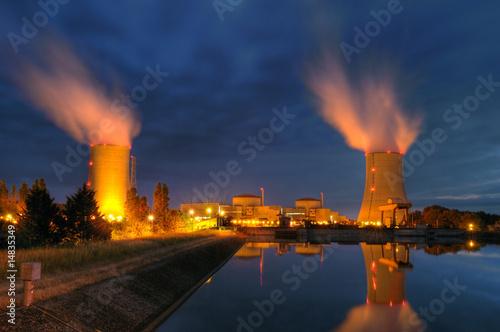 Fotografie, Obraz  Centrale nucléaire Française, un soir d'été.