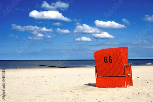 Roter Strandkorb 66