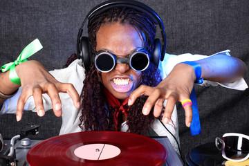 Fototapeta Do dyskoteki cool afro american DJ in action