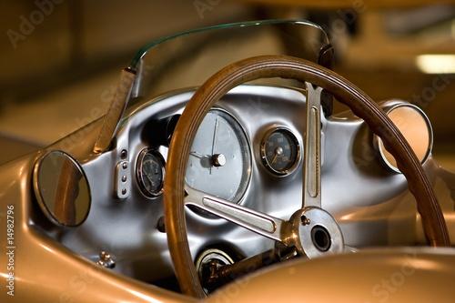 Photo sur Aluminium Vintage voitures Cockpit eines alten Sportwagens