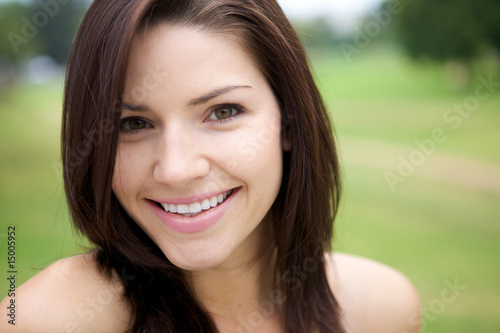 Fototapety, obrazy: Fresh Faced Girl With Green Background