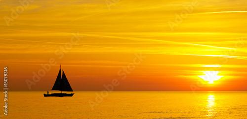 Cadres-photo bureau Orange eclat Sailing with a beautiful sunset