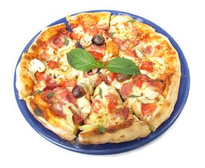 Pizza na błękitnym talerzu