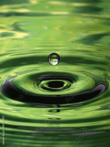water-droplet-ripple-pattern-green-single-drop