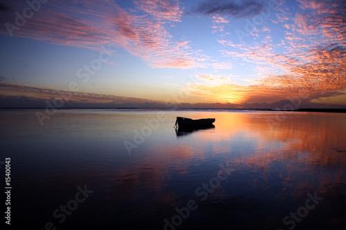 Photo Barque au soleil couchant