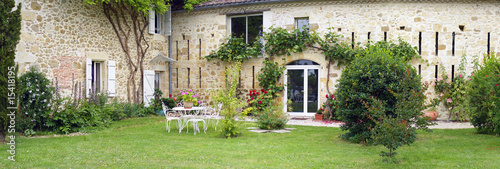 Photo  belle maison en pierre et son jardin d'agrément # 02