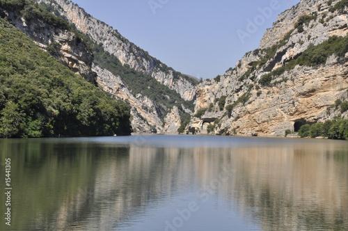 Foto auf Gartenposter Reflexion Cañón del río Ebro