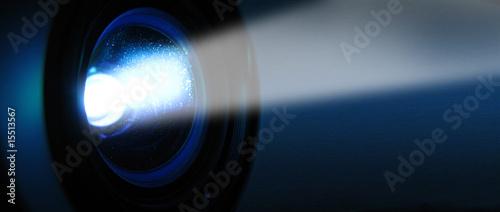 Obraz Objectif et faisceau d'un projecteur - fototapety do salonu