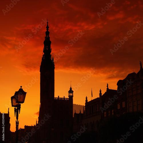 konturowy-ratusz-w-gdansku
