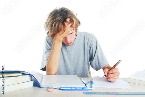 Foto  Etudiant gaucher révisant