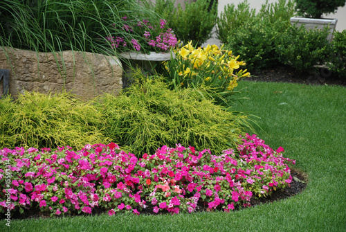Papiers peints Jardin Landscaped flower garden