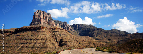 Foto op Aluminium Natuur Park A Highway to the Guadalupe Mountains
