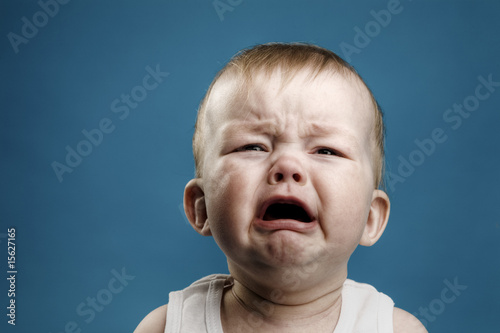 Baby crying Fotobehang