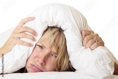 Mujer intentando dormir Wallpaper Mural