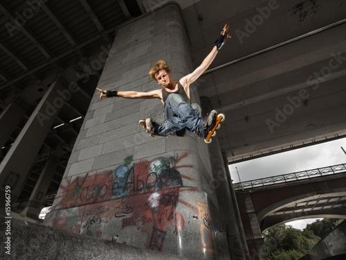 Fényképezés  Jumping rollerskater