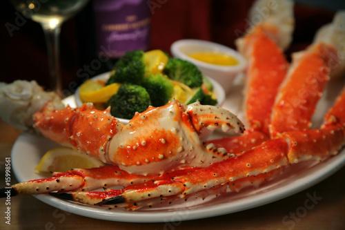 nogi-kraba-i-pazur-warzywa-maslo-wino
