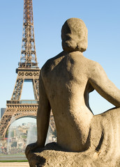 Fototapeta na wymiar Statue of woman at the Trocadero looking at the Eiffel Tower