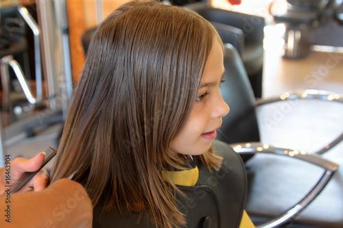 Photo couper les pointes chez la coiffeuse