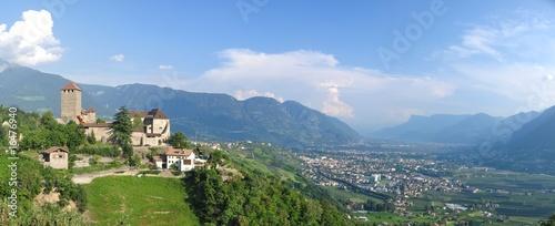 Foto  Schloss Dorf Tirol & Meran im Tal
