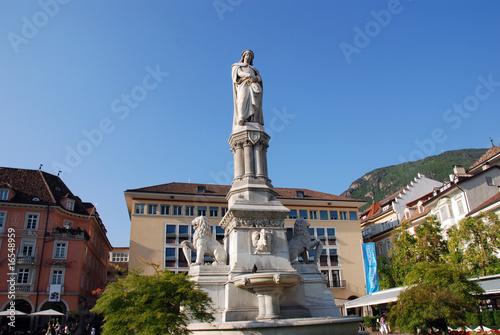 Fotografie, Obraz  Bolzano, statua di Walther Platz