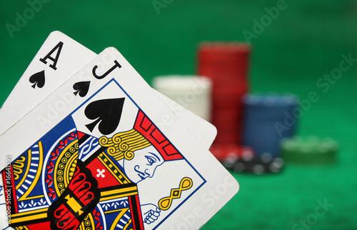 Cuadros en Lienzo  A winning blackjack hand with gambling chips
