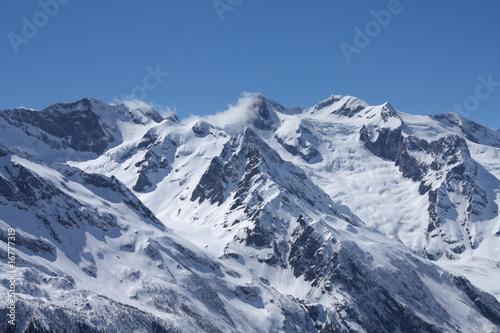 Montage in der Fensternische Alpen Caucasian mountains