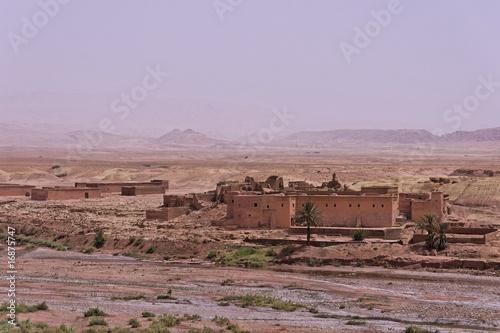 In de dag Rudnes Casbah sur la vallée de Draa au Maroc