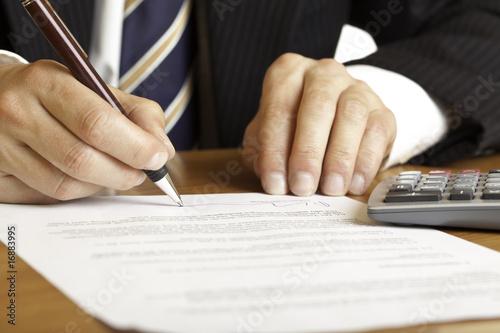 Fotografía  Signing of contract - Vertragsunterzeichnung