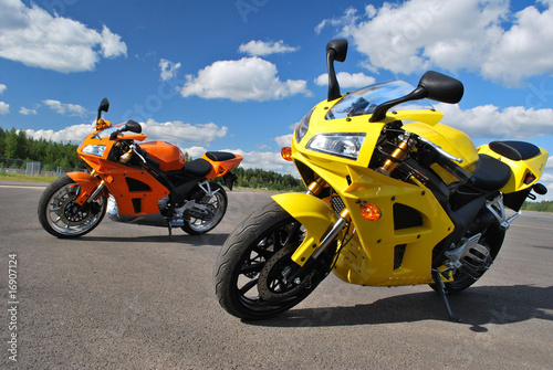 Spoed Fotobehang Snelle auto s motorcycles on the road