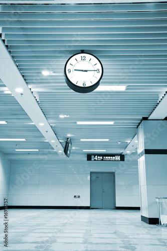 wnetrze-nowoczesnego-budynku