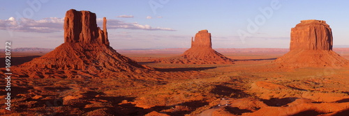 Fotografia  Colored Monument Valley during sunset