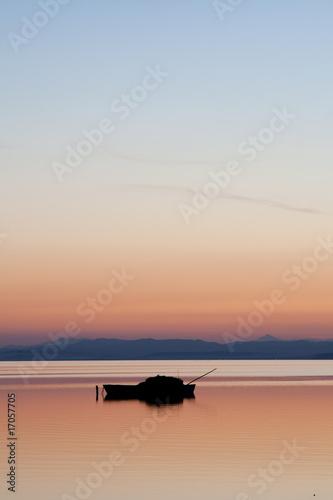 Foto-Rollo - Barca pesquera al atardecer
