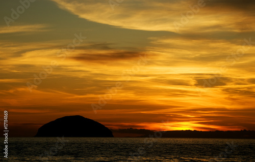 Fotografia, Obraz sunset over ailsa bass rock