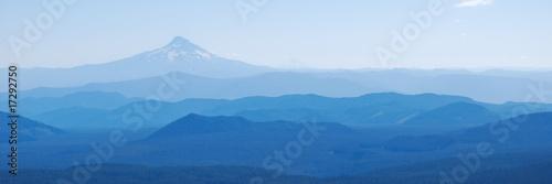 Fotomural  Mt Hood Above Rolling Hills