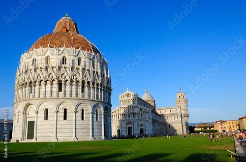Obraz na płótnie Pisa - Piazza dei Miracoli - battistero in fronte